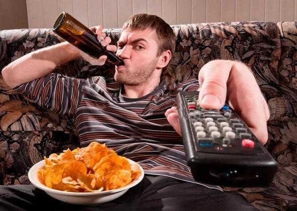 Как избавиться от запаха пива на диване?